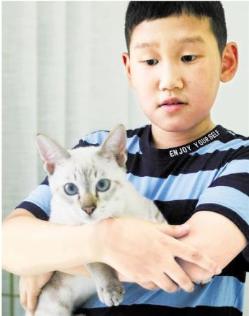 学生申请带猫上学的小丁和他的猫咪