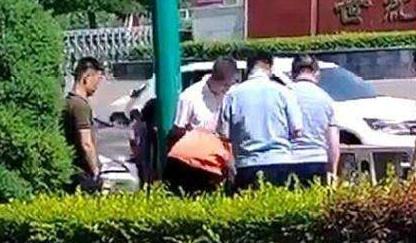 垃圾桶发现人右脚警方释疑 患者亲属丢弃截肢