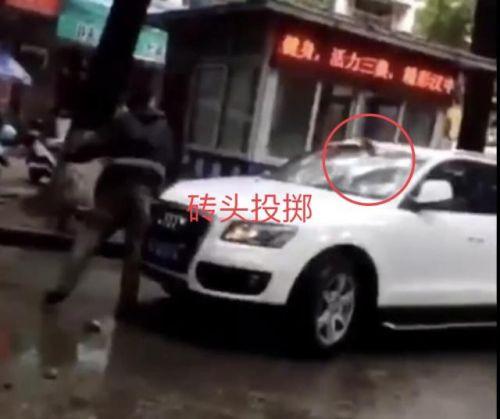 快递员怒砸奥迪车遭刑拘 只因快递车挡道被骂脏话