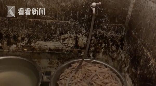 网红凤爪厕所烹煮 制作现场令人作呕
