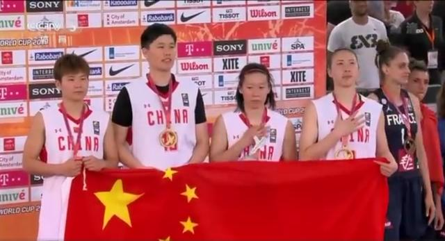 中国篮球史上首个世界冠军!女篮夺世界冠军 创造历史