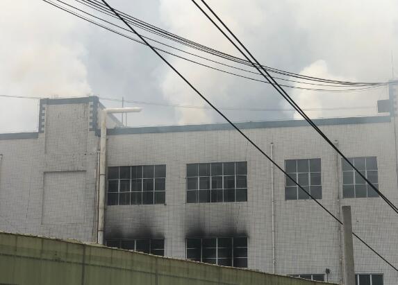 老干妈厂房失火 系厂内辣椒废弃物出现燃烧