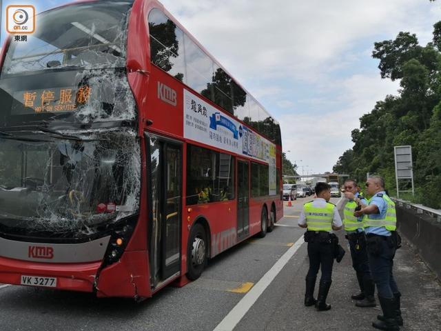 香港两大巴车相撞 短期内发生的第2起大巴车相撞事故