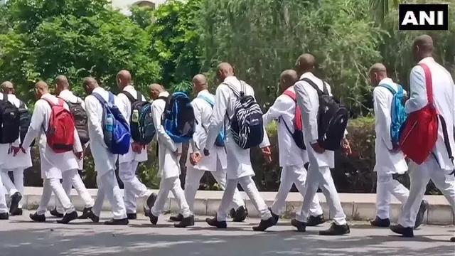医学生被迫剃光头 印度校园霸凌真的太可怕