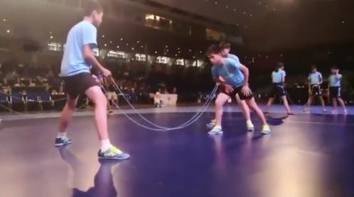 """1秒跳绳9.5次 """"中国速度""""打破世界纪录让裁判震惊"""