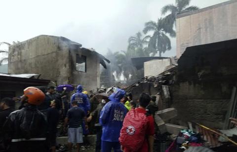 菲律宾一飞机坠落 9名遇难者遗体已找到包括2名新西兰人