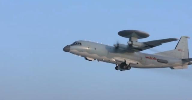 歼20战机7机同框 中国空军高飞远航守卫蓝天