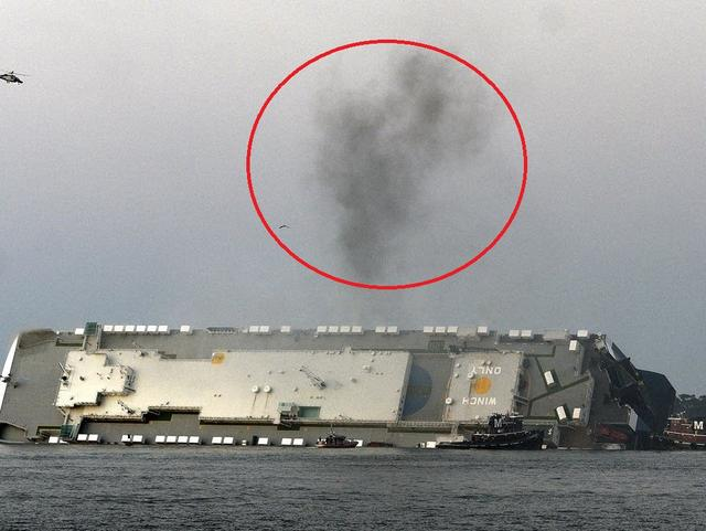 韩国货轮倾覆起火 据称非天气原因造成倾覆疑似内部起火引起稳定失衡