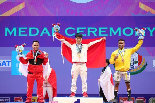 李发彬破纪录夺金 打破两项世界纪录包揽三项冠军