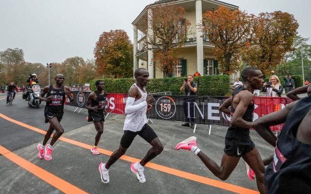 """马拉松跑进2小时 基普乔格马拉松""""破2""""成人类史上第一人"""